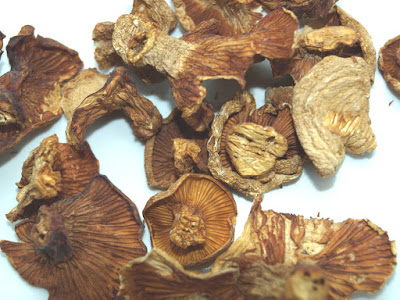 An image of dried chanterelle mushrooms
