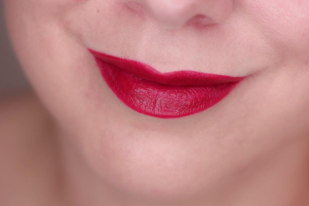 roter Lippenstift Review Swatch Lippenbild