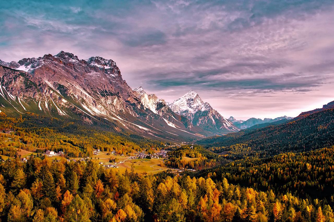 Góry dolomity we włoszech, jesień
