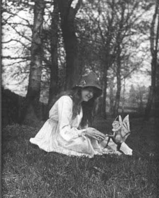 Fotografía 2 - Hadas de Cottingley - Elsie y el duende - Hadas reales