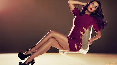 Download Curvy Licious Katy Perry Wallpaper