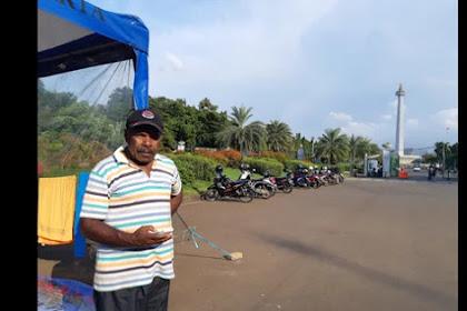 Kena PHK Massal, Mantan Buruh Karyawan PT Freeport Tunggu Jokowi di Depan Istana, Jika Tidak di Temui  Mereka Akan Menginap Sampai Pemilu Mendatang