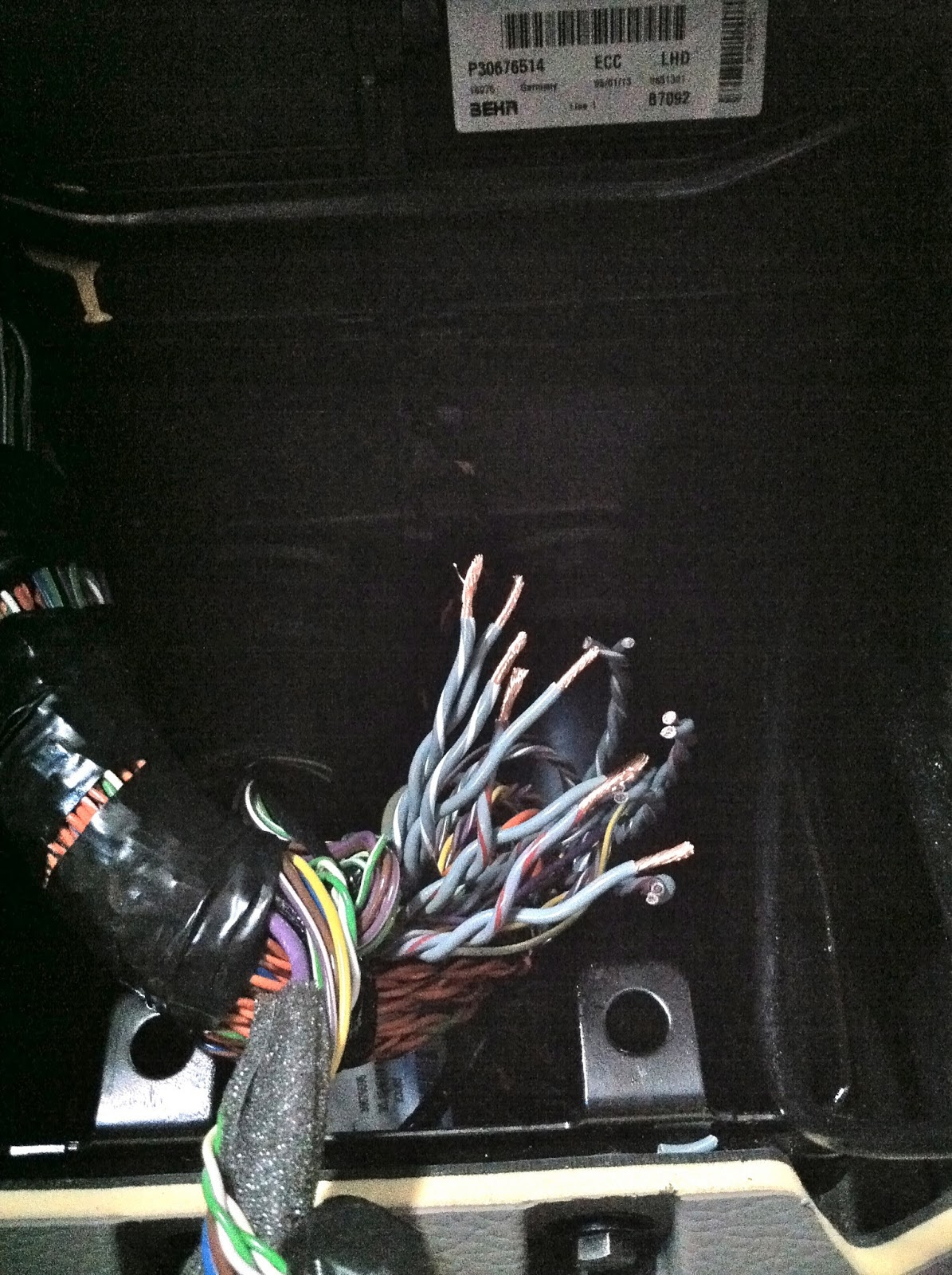 hight resolution of aftermarket stereo installation in volvo xc90 factory amp bypass