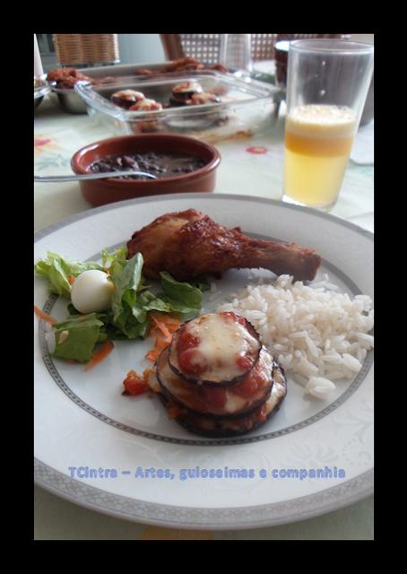 TORRES DE BERINJELAS GRATINADAS; berinjela; entrada ou guarnição de berinjela;