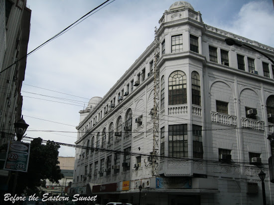 Regina Building located along Kalye Escolta.