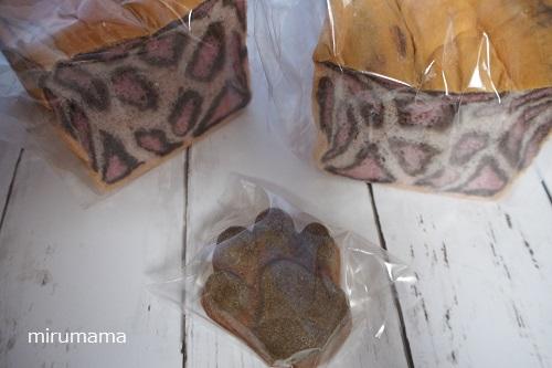 ヒョウ柄食パンとマドレーヌ