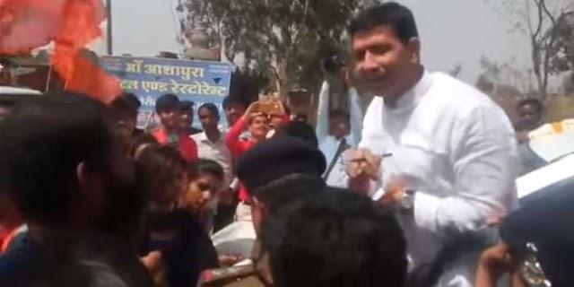 MP NEWS: मंत्री जीतू पटवारी को छात्राओं ने घेरा