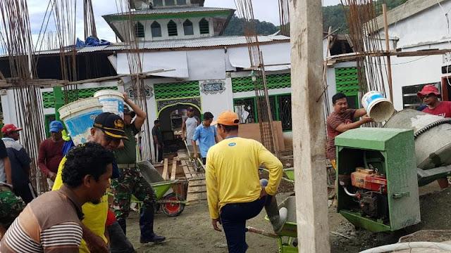 Satgas Pamtas Yonif PR 328 Kostrad Bantu Renovasi Masjid Tertua di Jayapura