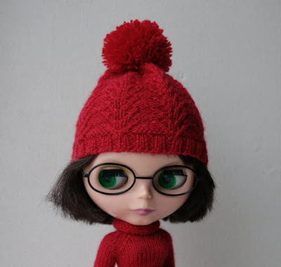 https://www.etsy.com/listing/256121328/blythe-hat-red-hand-knitted-blythe-doll?ref=shop_home_active_3