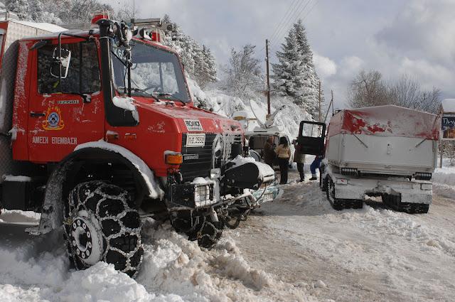 Η Πυροσβεστική στην Αργολίδα απεγκλώβισε 4 άτομα από Ι.Χ. - Έντονη χιονόπτωση στη σήραγγα του Αρτεμισίου