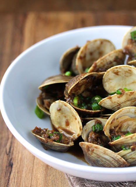 Stir-Fried Clams with Spicy Bean Sauce