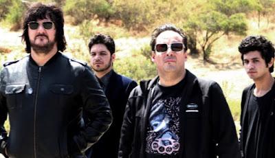 Foto de la banda Los Tres con ropa oscura
