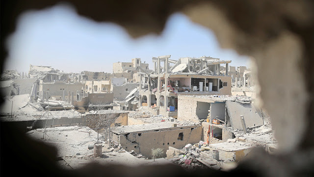 Reportan que la coalición de EE.UU. bombardea posiciones del Ejército sirio cerca de Raqa