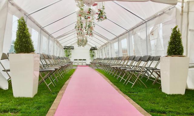 planten huren voor feest beurs evenement met bloemen decoratie kunstplanten hangplanten voor muur plafond tent binnen of buiten