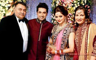 Aamna Sharif Biography Husband Son Daughter Father Mother Family Photos