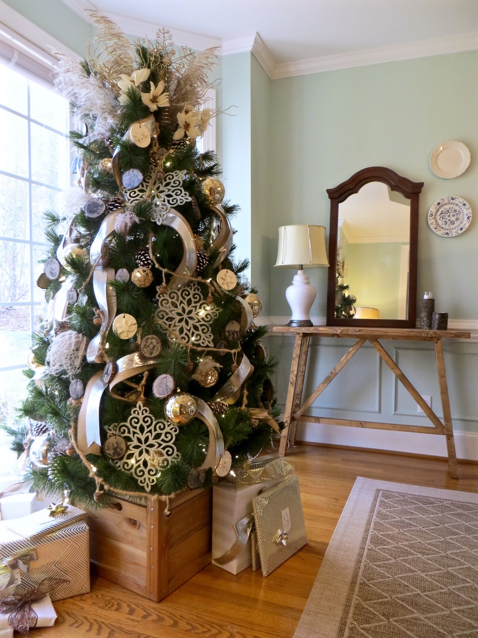 DIY Tutorial - Steps on Decorating a Tree + Tips | The Project Lady
