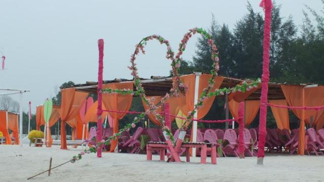 Pondok/tempat yang tersedia di Pantai Romantis, biaya tempat Rp. 100.000