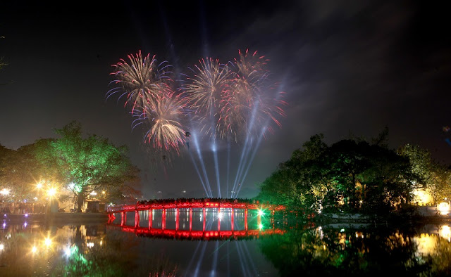 Lunar New Year fireworks to light up Hanoi's sky at 30 venues 1