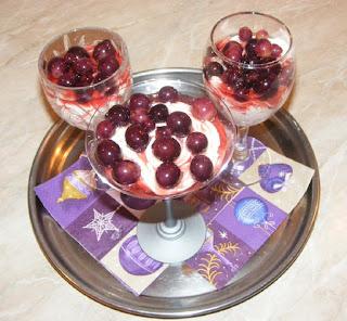 crema de urda cu struguri, creme, deserturi, dulciuri, preparate din urda, retete cu urda, urda frecata, crema de urda cu fructe,