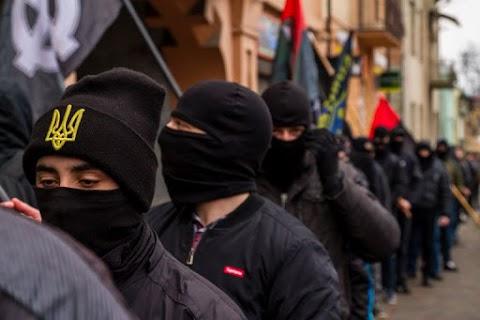 Porosenko üdvözölte a lengyel alkotmánybíróságnak az ukrán nacionalistákra vonatkozó döntését