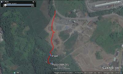 Screen capture dari Google Earth posisi Situs Purbakala Lingga Yoni Tasikmalaya. Garis merah adalah track dari pinggir jalan menuju situs.