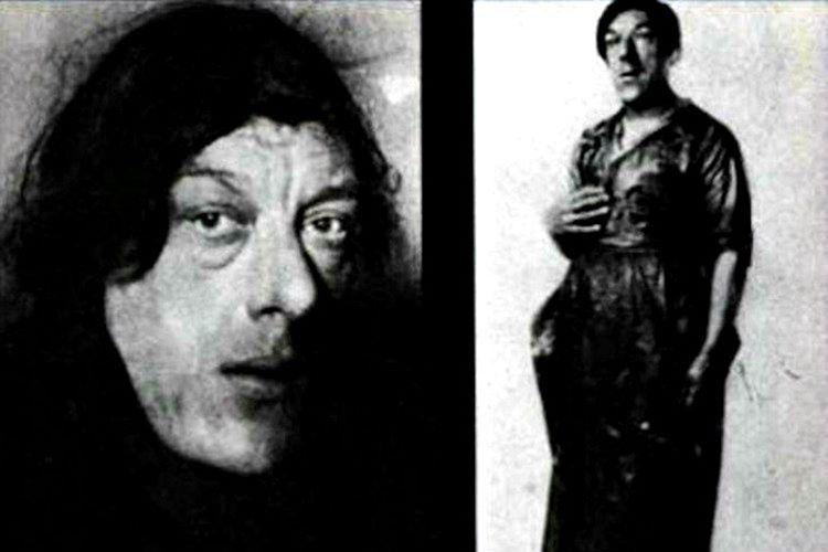 1914'te eşini kaybeden Mary, 4 çocuğu ile beraber beş parasız kalmıştı.