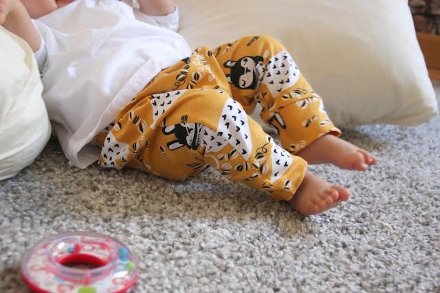 DIY Tutorial y patrones legins de bebé. Patrones gratis ropa bebe.