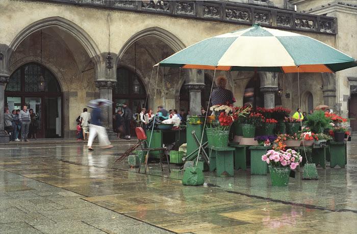 Cracovie, Rynek Główny, Place du Marché, fleuriste, © L. Gigout, 1990