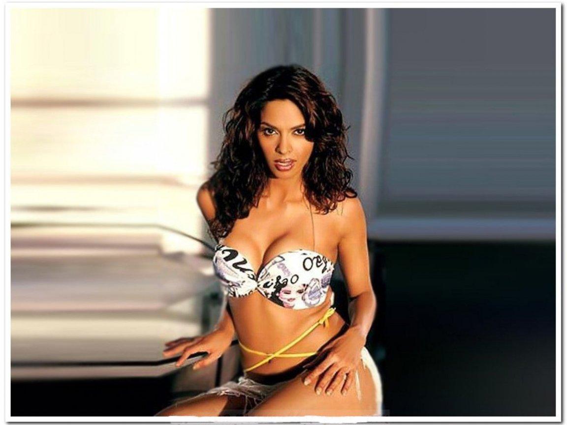 That's mallika sherawat bikini pics they