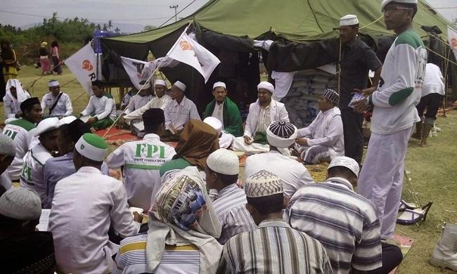 Untuk membantu Rohingya, FPI mengirim 1.000 relawan dan dana sebesar Rp10 miliar yang merupakan hasil dari donasi.