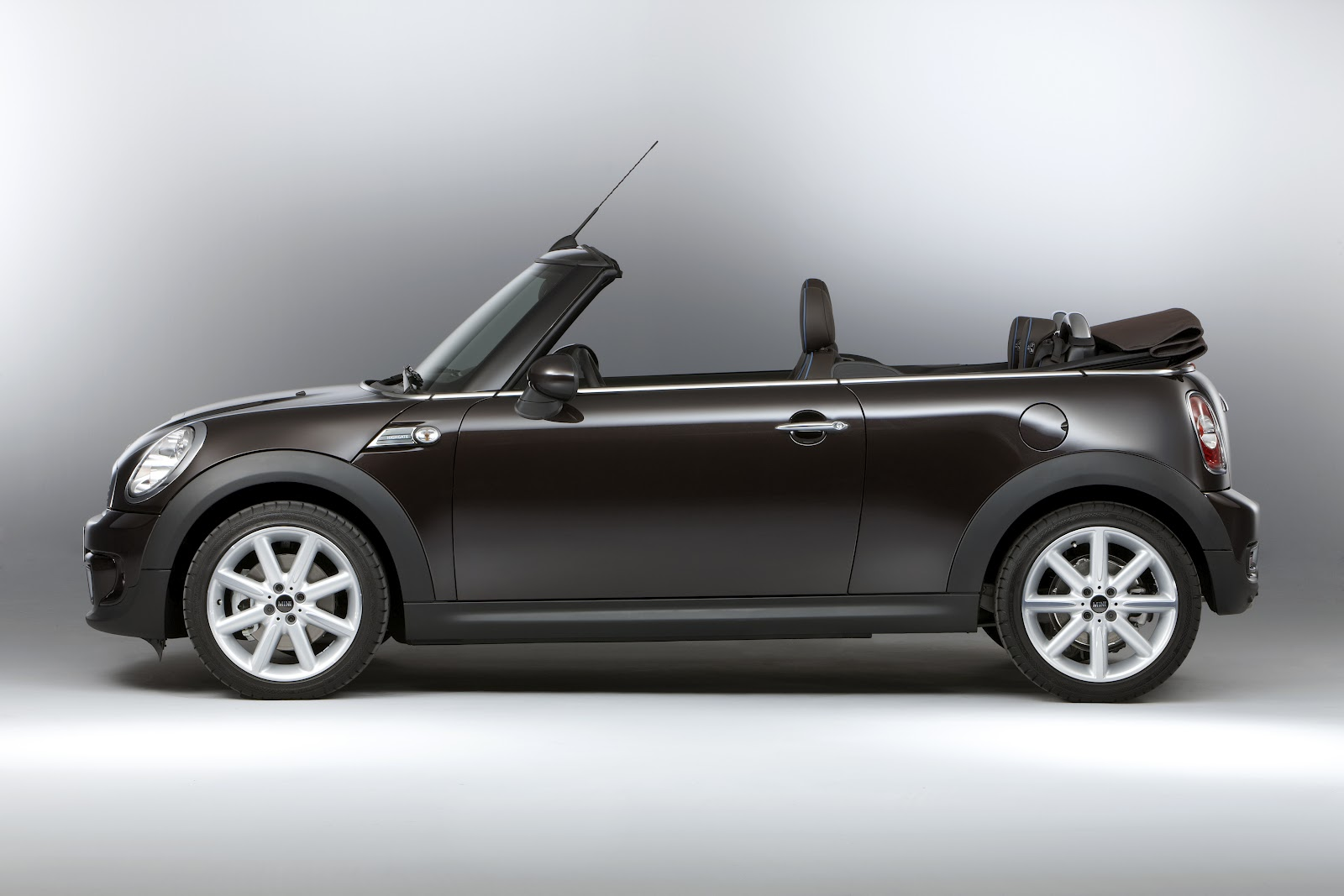 bmw mini convertible highgate news media and blogs. Black Bedroom Furniture Sets. Home Design Ideas