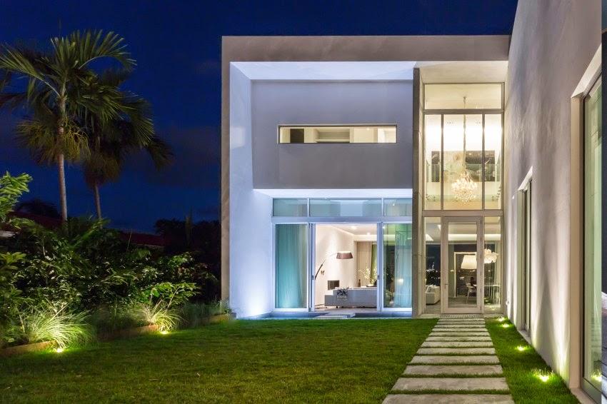 Hogares frescos casa moderna de concreto dise ada por max for Casa moderna miami website