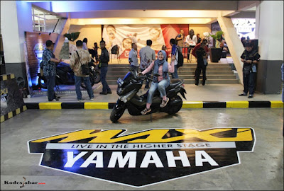 Exclusive parking MAXI Corner Yamaha