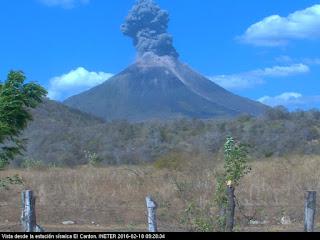 Explosion sur le volcan Momotombo, 18 février 2016 milieu de matinée