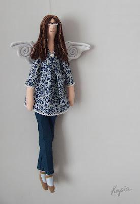 Krysia to uszyła - anielica Paulina w okularach - spersonalizowany anioł tilda uszyty na zamówienie; szare anioły