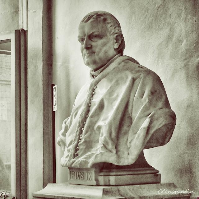 Statuia Papei Pius al IX_lea (muzeul Vatican)-blog-FOTO-IDEEA