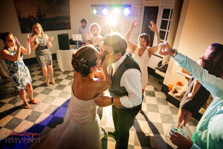 bacio degli sposi al ricevimento matrimonio Genova Palazzo della Torre