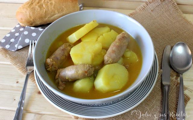 Patatas guisadas con salchichas. Julia y sus rectas
