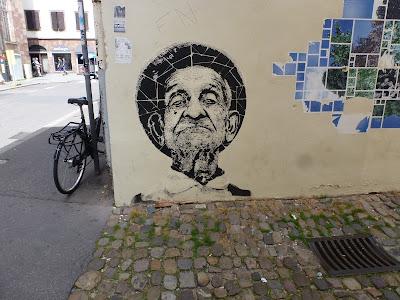 Alter Mann || Poster in der Altstadt Straßburgs || Frankreich