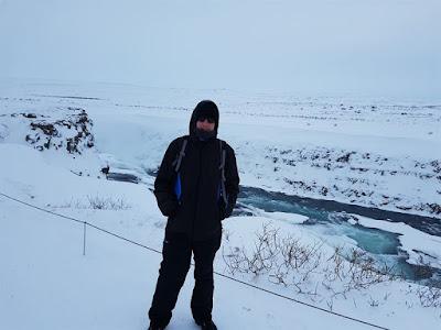 Ropa para la nieve en Islandia en invierno