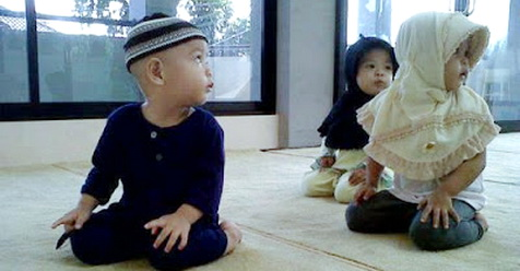 Jika Anak Bertanya Kenapa Harus Sholat, Puasa, Zakat Dll, Begini Jawabnya!