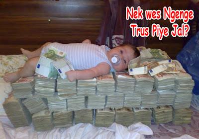 photo funny bayi banyak uang