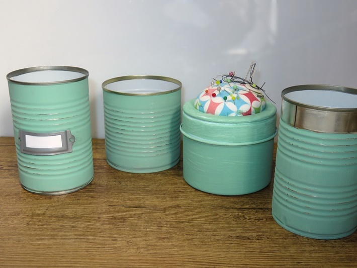 Vier bemalte Konservendosen - Upcycling fuer den Schreibtisch