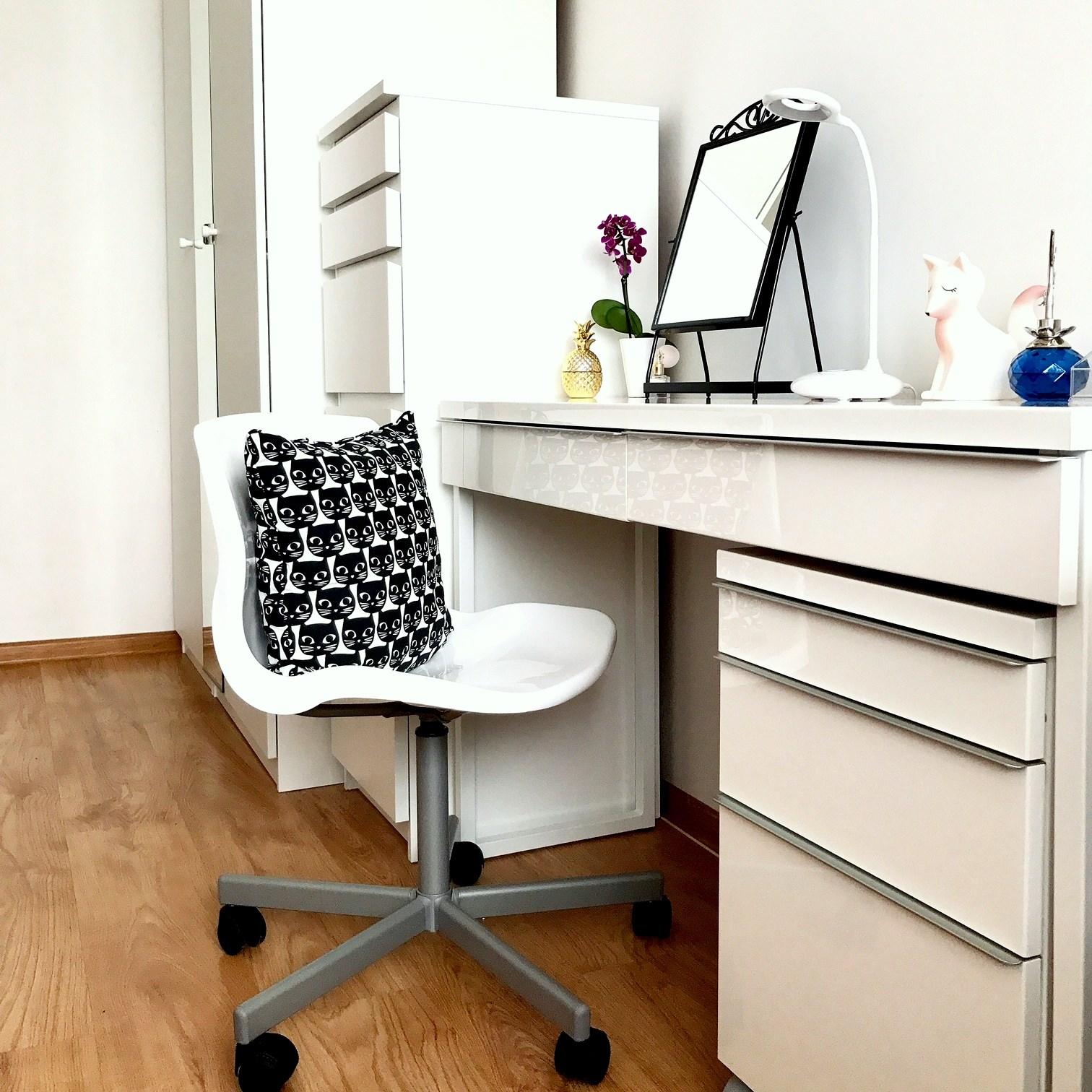 zdjęcie przedstawiające toaletkę z Ikei
