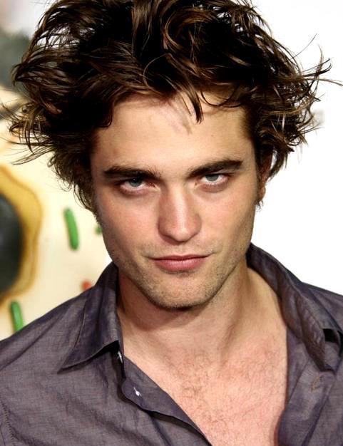 Foto de Robert Pattinson con mirada matadora