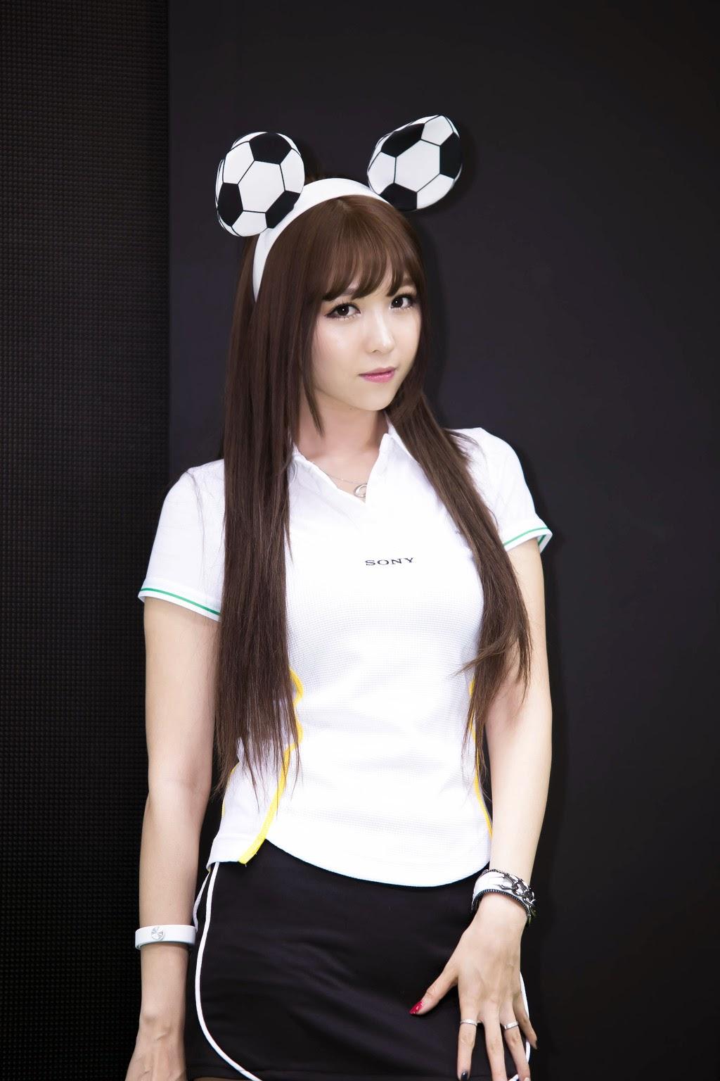 Korean Race Queens: Lee Eun Hye At Photo & Imaging Korea 2014