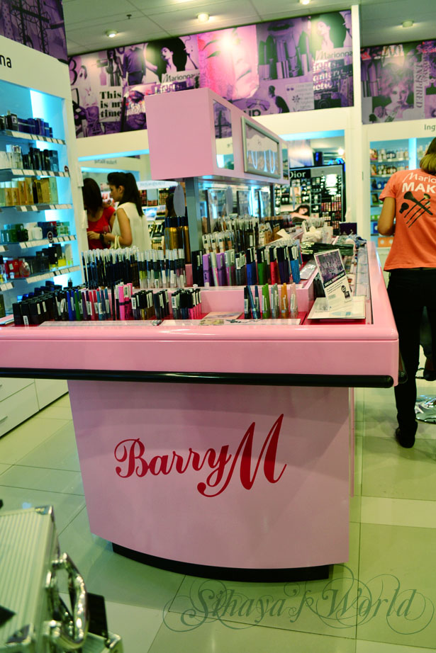 Marionnaud stand Barry M
