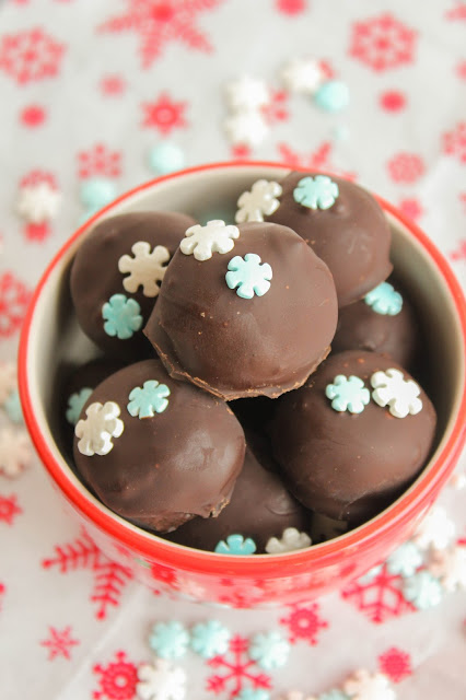 OREO Cookie Balls in Mint Chocolate | The Chef Next Door #OREOCookieBalls
