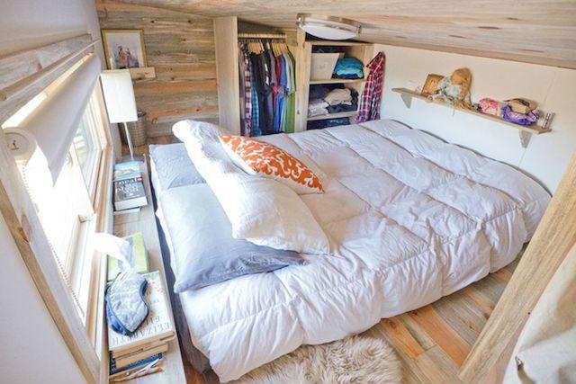 la solución para no pagar alquiler ni hipoteca mini casa sostenible y transportable. Foto del dormitorio