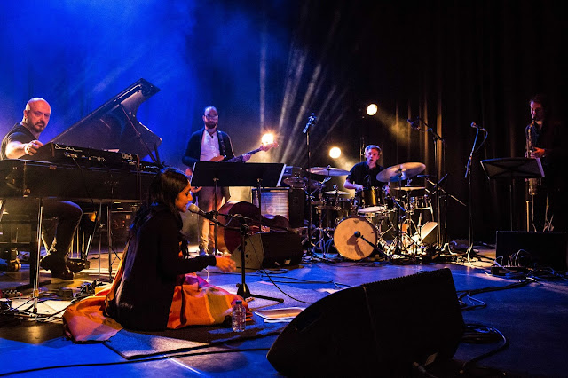 Hier is het Ragini Trio met Bojan Z en Sawani Mudgal
